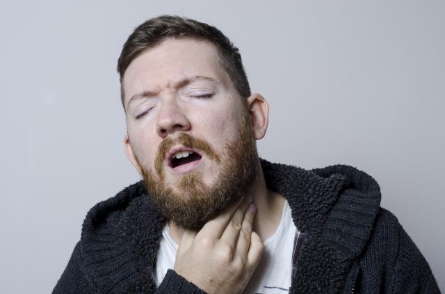 アイラボ 咽頭炎などで喉が痛い様子